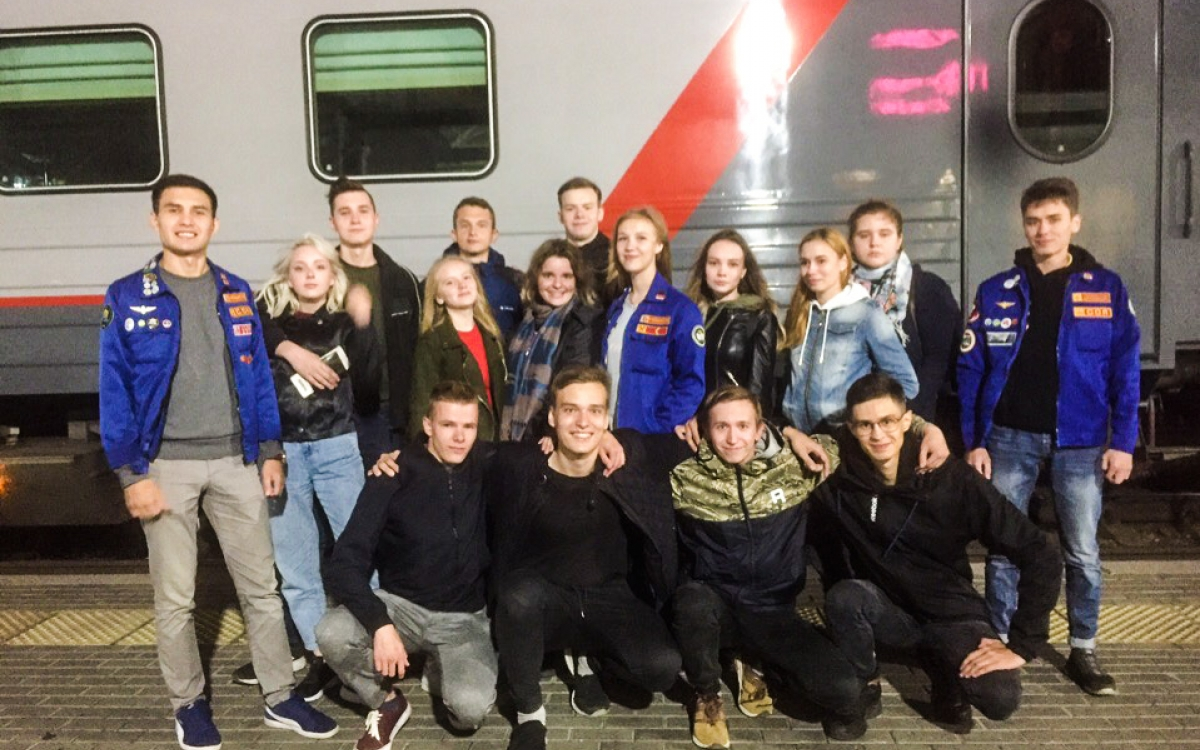 Student clubs of train car attendants