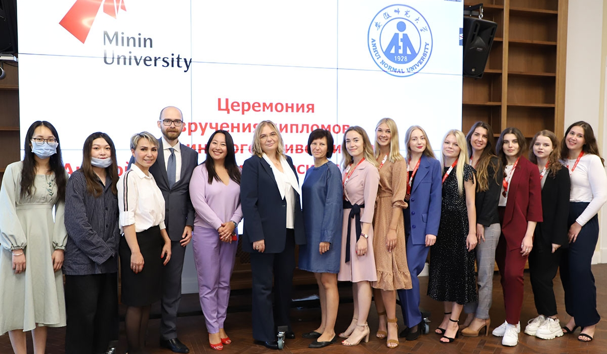 The first group of students who participated in the dual degree program has graduated in Minin University